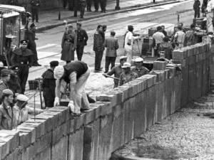 die erste Mauer wird gebaut, August 1961, foto dpa