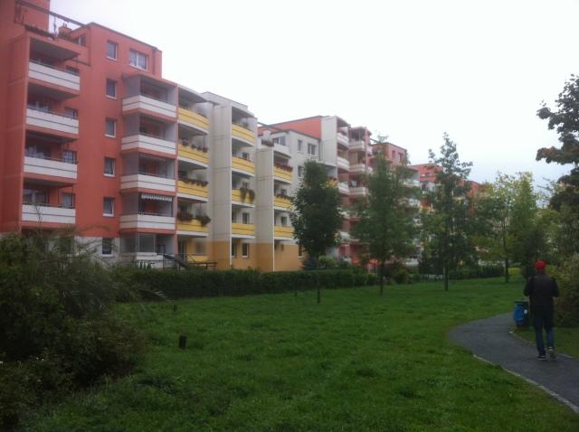 """Ahrensfelder Terrassen i Marzahn-Hellersdorf. Det mest framstående exemplet på """"Rückbau""""-strategin. Dessa hus var tidigare tjugo våningar höga."""