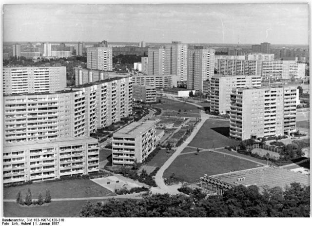 Marzahn 1987 så som området presenterades i samband med Berlin 750-års jubileum i DDR. Foto: Bundesarchiv Frei.