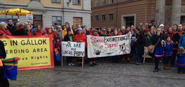 Demonstrationer på Sergels torg i Stockholm mot gruvprospektering i Kallak, Lappland.