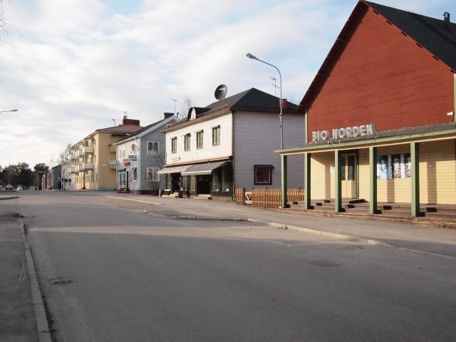 Jokkmokk, Porjusvägen med Bio Norden. Foto HF.