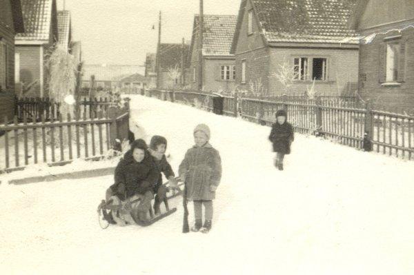 ur fotoalbum om bosättningens historia: http://www.osiedleprzyjazn.pl/historia.html