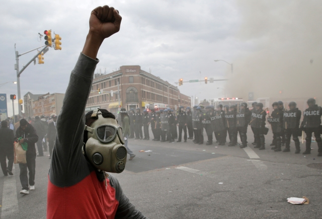 Kravallerna i Baltimore i slutet av april 2015 efter Freddie Grays begravning. (AP Photo/Patrick Semansky)