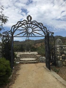 Portiken till floden vid Los Feliz Boulevard har skapats av konstnären Michael Amescua.