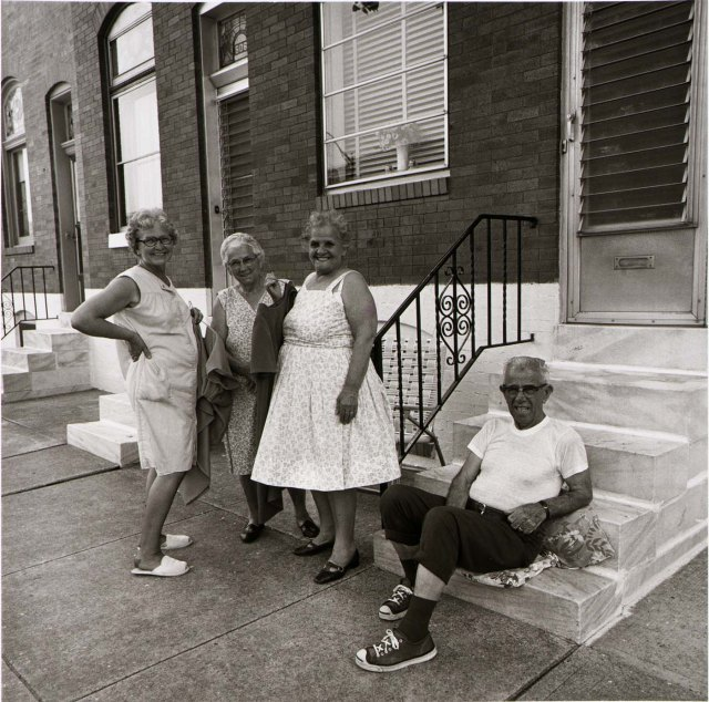 Front Stoop in East Baltimore, 1972. Foto: Baltimore Sun.