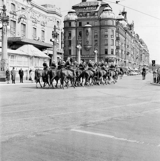 Kavalleriet vid Nybroplan Beridna högvakten, foto 1961 Herbert Lindgren.